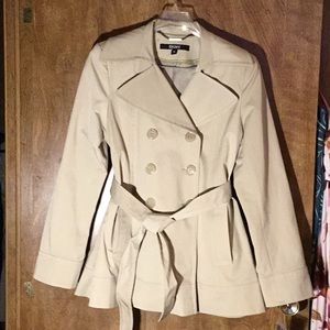 NWT Beautiful Short Trench